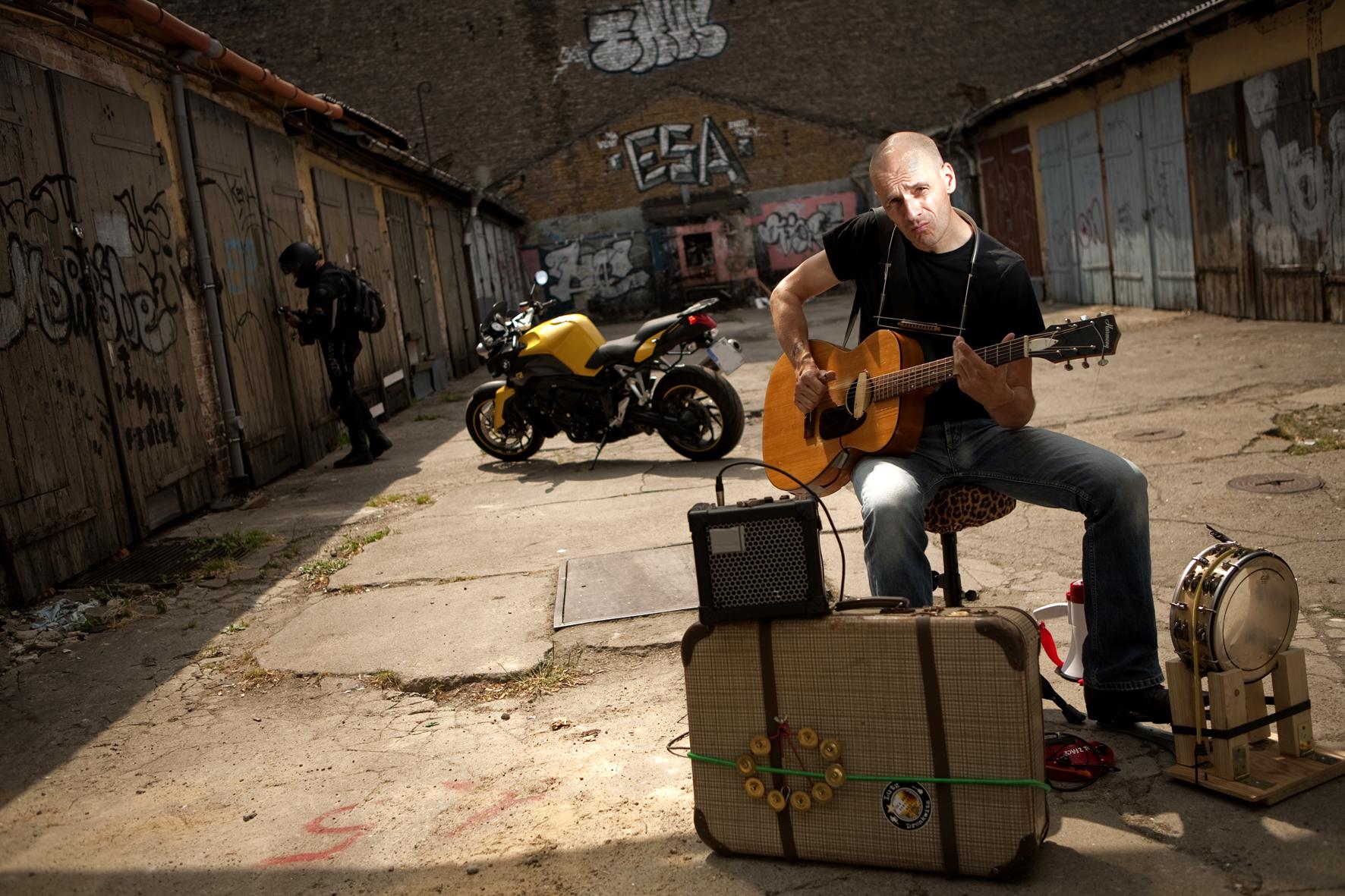 Lutz Drenkwitz spielt in der Kulturwirtschaft papermoon in Halberstadt