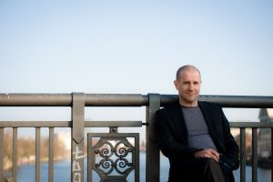 Der Liedermacher und Schriftsteller Stephan Krawczyk spielt auf Einladung der Kulturmanufaktur Halberstadt e.V. im papermoon