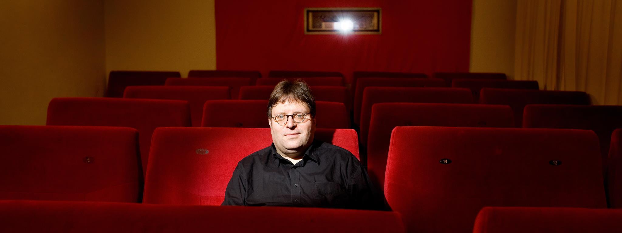 Lars Johansen gibt auf Einladung der Kulturmanufaktur Halberstadt e.V. einen kabarettistischen Jahresrückblick im papermoon