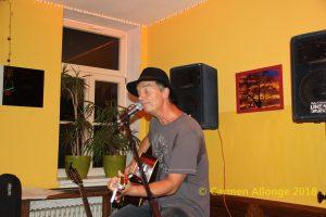 Der Singer/Songwriter Michael Berndt spielt in der Halberstädter Kulturwirtschaft papermoon