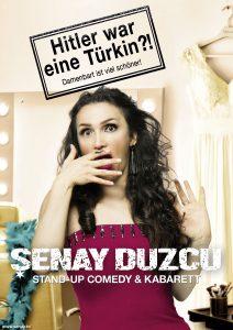 Die Kabarettistin Senay Duzcu spielt auf Einladung der Kulturmanufaktur Halberstadt e.V. im Halberstädter Papermoon